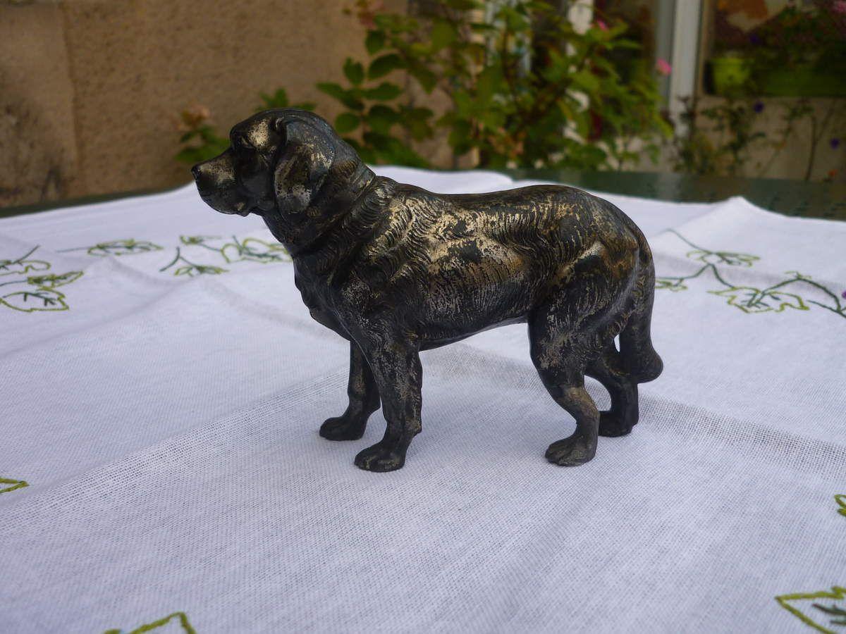 chien en métal argenté, façon bronze de vienne