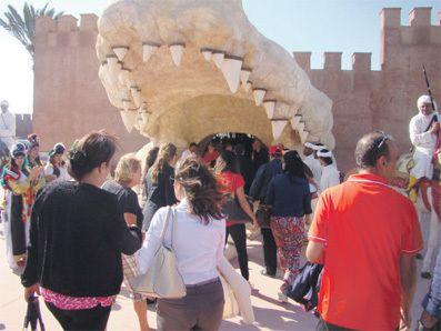 Crocoparc s'étale sur 4 hectares. Il se trouve dans la Commune de Drarga, à quelques minutes d'Agadir, sur la route nationale n°8. Il est facilement repérable grâce à la tête de crocodile géante qui fait office de porte d'entrée