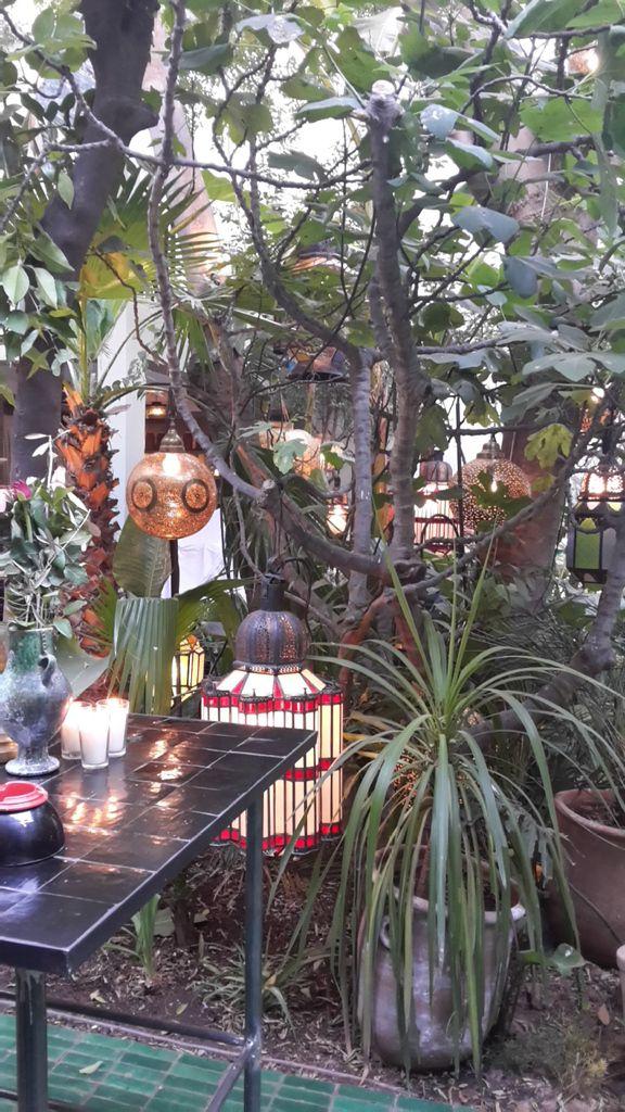 Les préparatifs et la décoration du restaurant Le Jardin n'attendent plus que les invités pour commencer la fête !!!