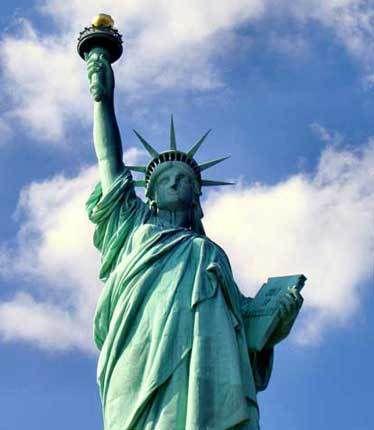 Statue de la Liberté offerte par la France  à l'Amérique, en 1886, érigée à l'entrée du port de New-York.