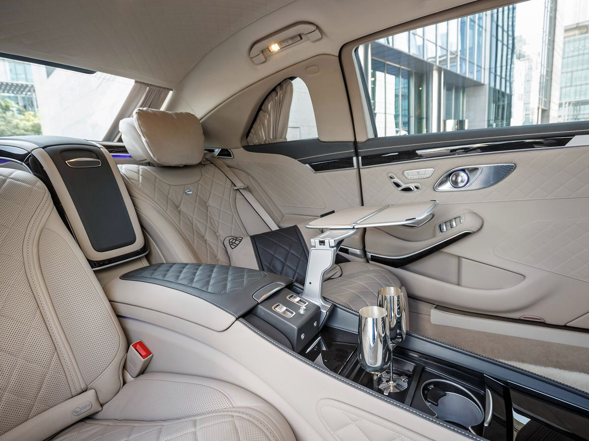 VOITURES DE LEGENDE (593) : MAYBACH MERCEDES S600 PULLMAN - 2016