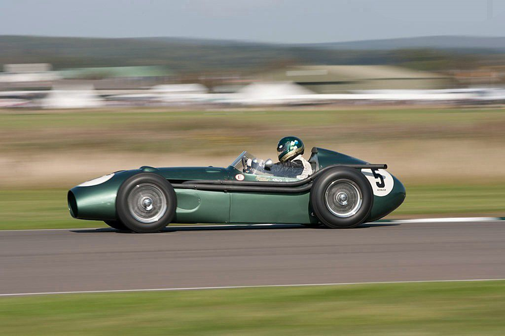 VOITURES DE LEGENDE (596) : ASTON MARTIN  DBR4 - 1959