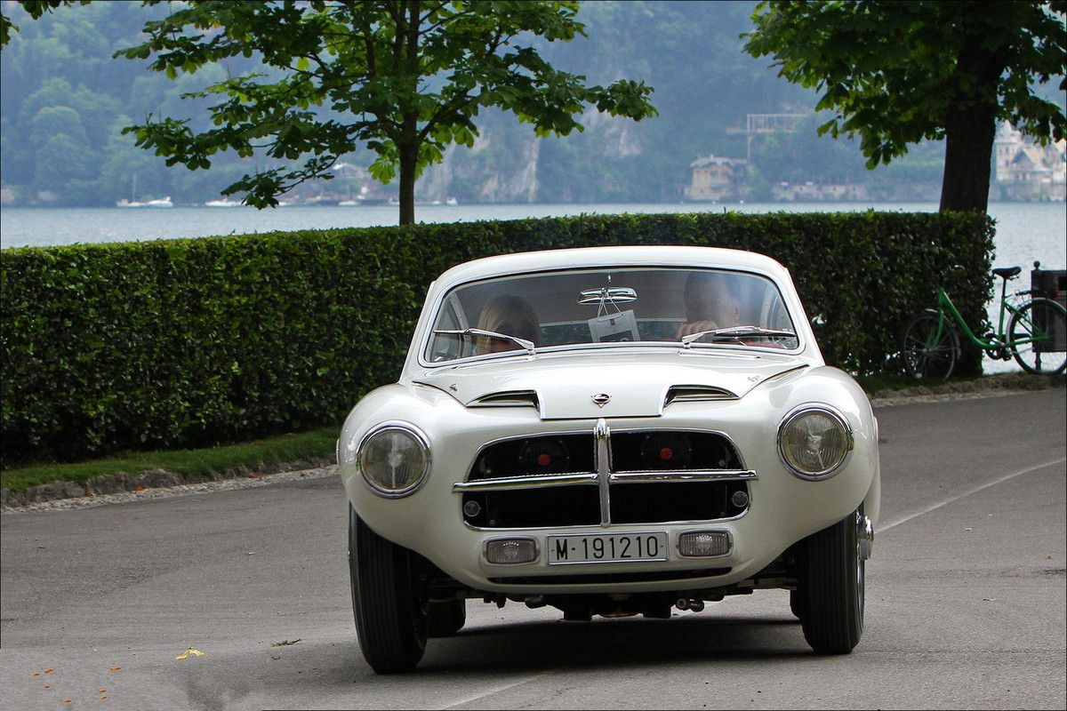 VOITURES DE LEGENDE (671) : PEGAZO  Z 102 TOURING BERLINETTE - 1954