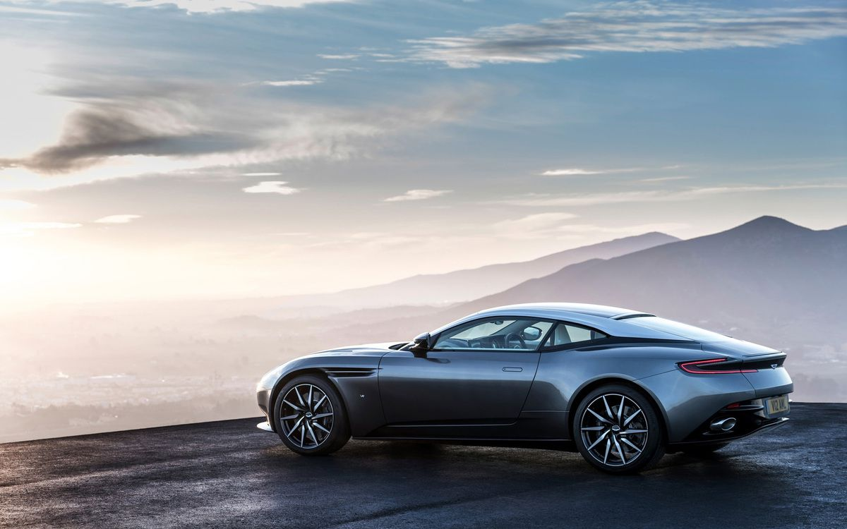 VOITURES DE LEGENDE (675) : ASTON MARTIN  DB11 - 2017