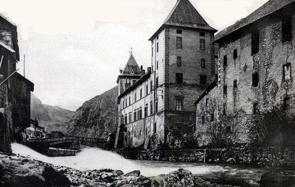 Le bâtiment de la dîme et la centrale