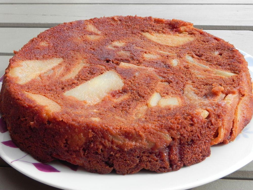 Gâteau invisible au chocolat caramel, poires et pommes