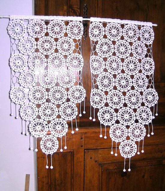 rideaux rosaces et petits pompons crochet fait main art crochet tricot dentelle. Black Bedroom Furniture Sets. Home Design Ideas