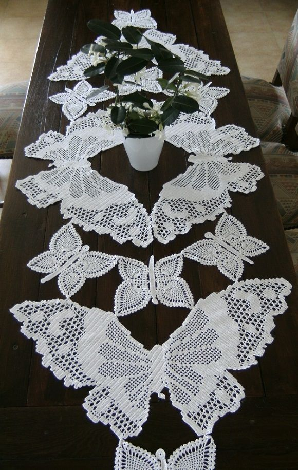 Chemin de table envol e de papillons dentelle crochet - Faire un chemin de table ...
