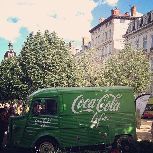 Coca payait sa tournée place Bellecour !
