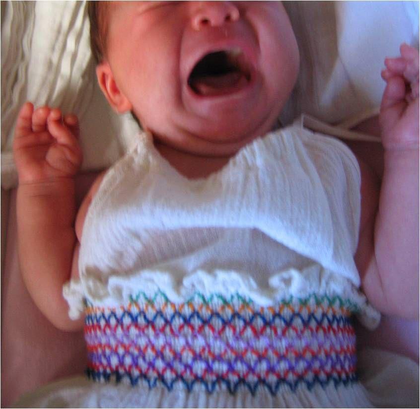 Je prenais plutôt des photos de bébé souriant mais j'en avais quand même fait une en mode pleurs inconsolables au cas où j'oublierais...