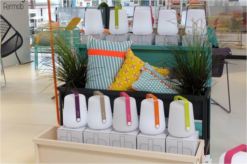 au jardin avec la lampe balad de fermob lucky sophie. Black Bedroom Furniture Sets. Home Design Ideas