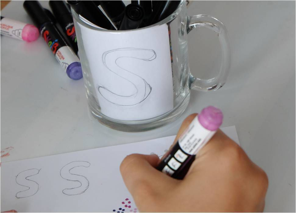 mug personnalis en pointillisme diy enfants lucky sophie blog maman. Black Bedroom Furniture Sets. Home Design Ideas
