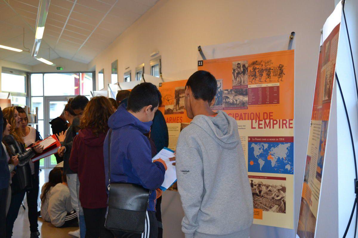 Exposition ''LaGrande Guerre. 14/18''au collège Gérard Gaud de Bourg-lès-Valence. octobre 2015.