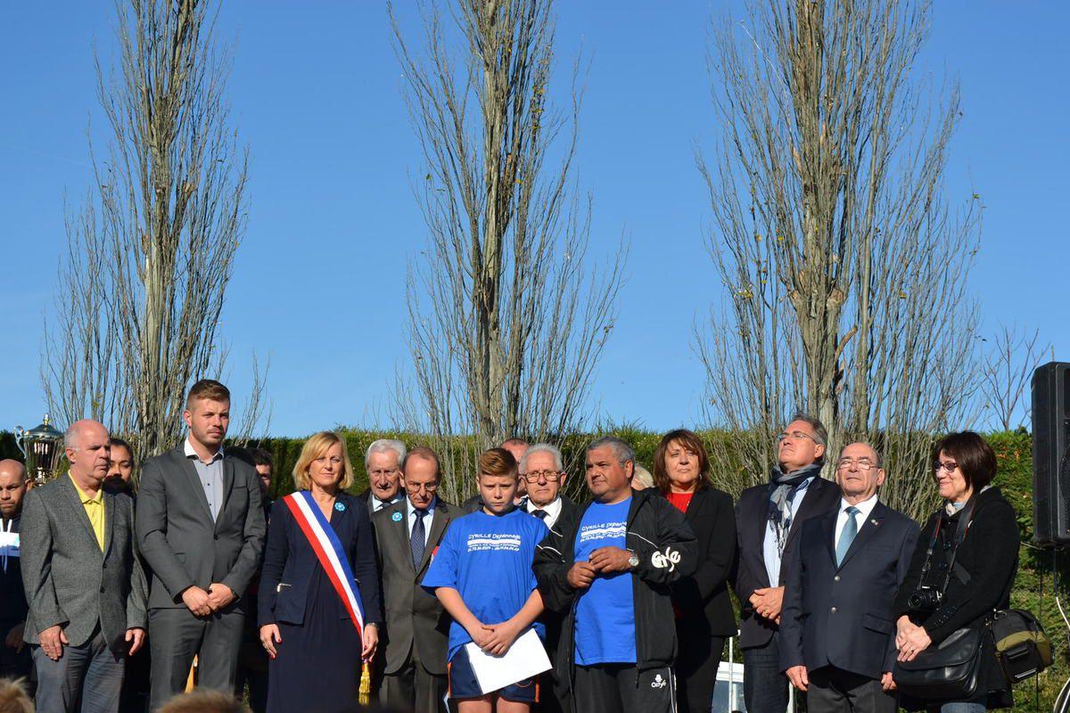 -photo (1-2) joueurs-éducateurs. (3) les officiels. (4-5) récompense par le président du SF. (6-7-8) trophée de l'ONAC par la Directrice et les deux membres du conseil départemental des AC.VG