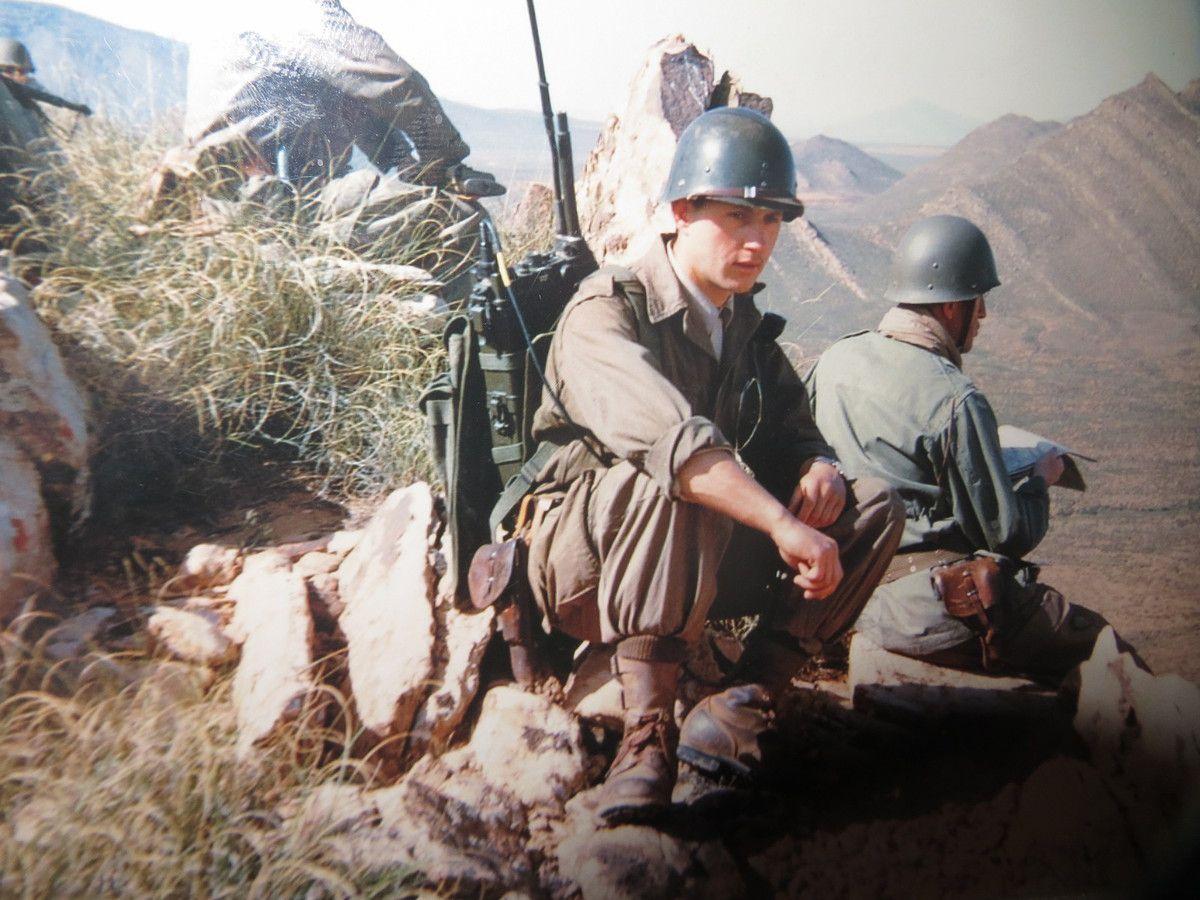 - 12éme régiment de Dragons en Algérie - (1) sous-lieutenant Tiberghien André 'Mort pour la France' -(2) secteur Aïn-Séfra, hélico évacuation soldats français tués et blessés et (3) sur un piton de dos le capitaine Gatumel et son radio Yves-Henri Guilloud.