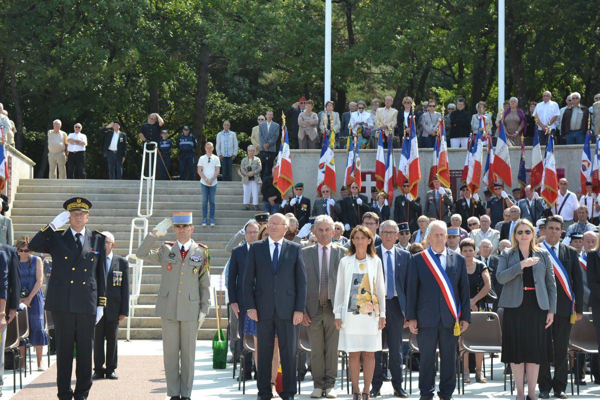 (1) au pied du Mémorial Jacques Dominique CHRISTIANI Porte-drapeau de la Médaille de la Résistance Française et les lycéennes des Catalins de Montélimar. (14) la Délégation de l'Ordre de la Libération avec le président du comité du SF.