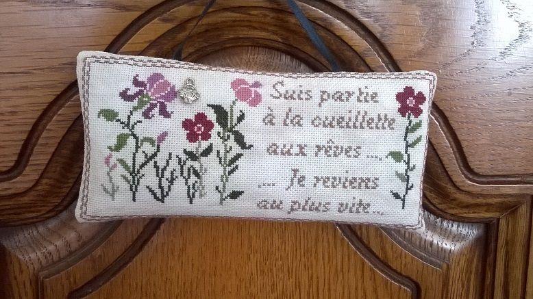 Une petite grille de chez Carinne du blog Bien le Bonjour aux brodeuses