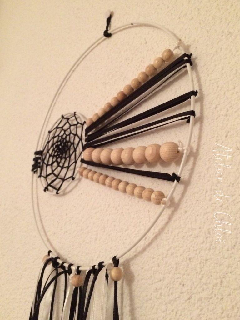 Attrape-rêve 2 cercles blancs, noirs &amp&#x3B; bois naturels
