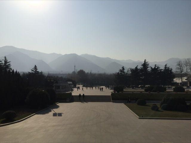 l'esplanade centrale du site