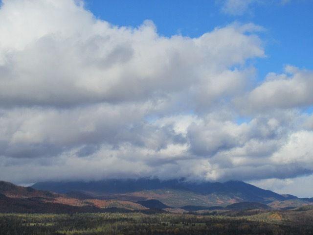 Whiteface Mountain se cache dans les nuages