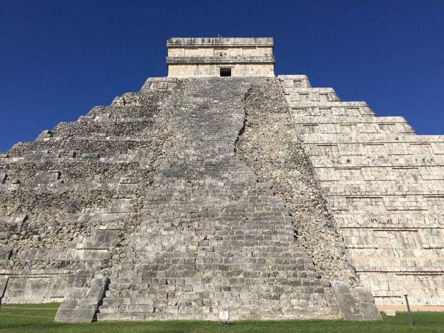 la pyramide n'a pas ete integralement restaurée
