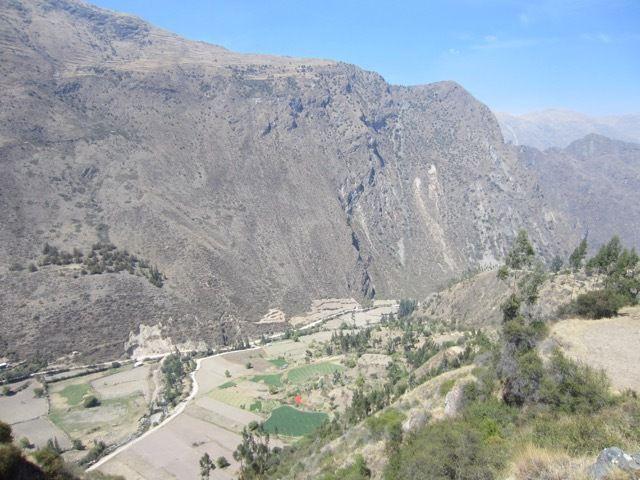 en-dessous de nous la vallee de la riviere Patacancha