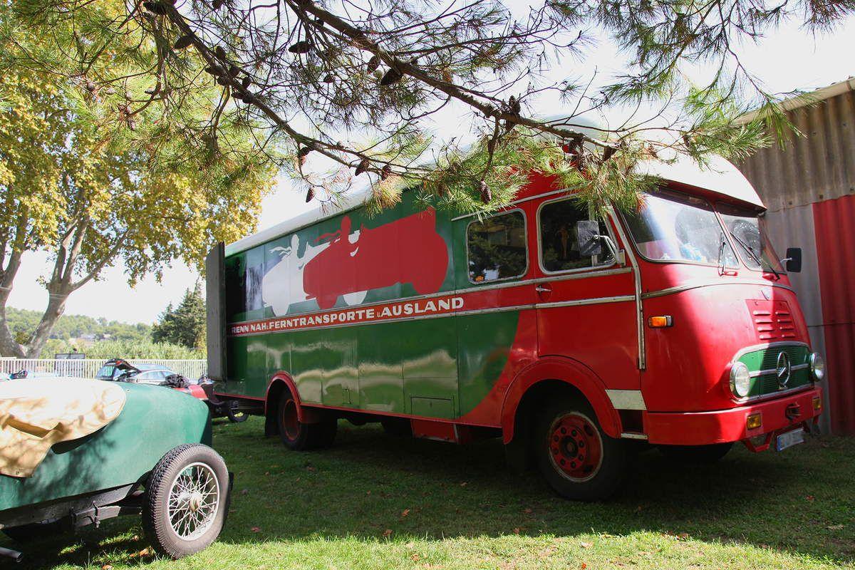 Der LKW (le camion en allemand), un flamboyant Mercedes-Benz