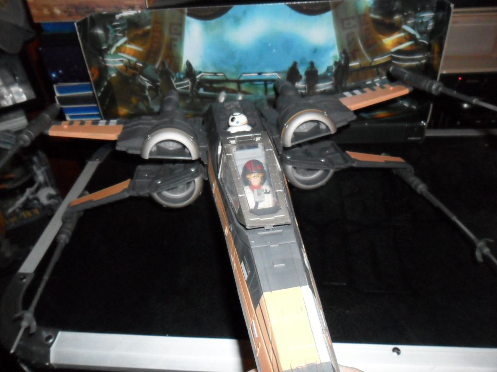 Collection n°182: janosolo kenner hasbro - Page 6 Ob_7b953c_poe-t-70-x-wing-fighter-2