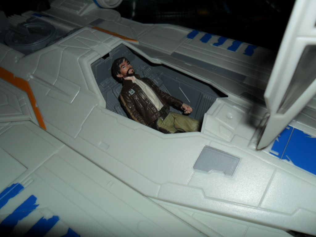 Collection n°182: janosolo kenner hasbro - Page 10 Ob_10a374_rebel-u-wing-fighter-with-captain-cass