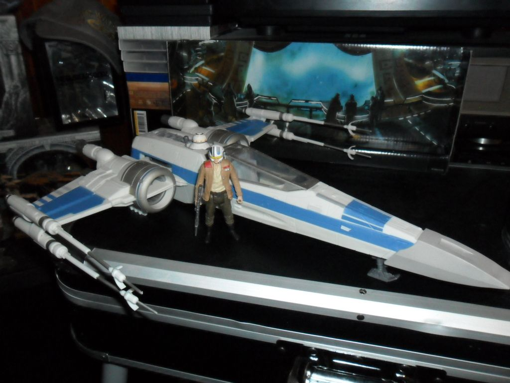 Collection n°182: janosolo kenner hasbro - Page 11 Ob_0adf02_x-wing-de-la-resistance-with-poe