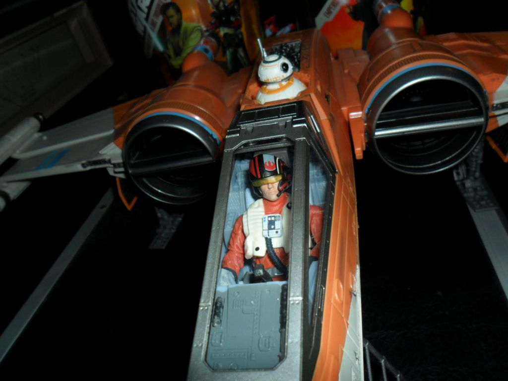 Collection n°182: janosolo kenner hasbro - Page 15 Ob_952e3d_poe-dameron-xwing-fighter-8
