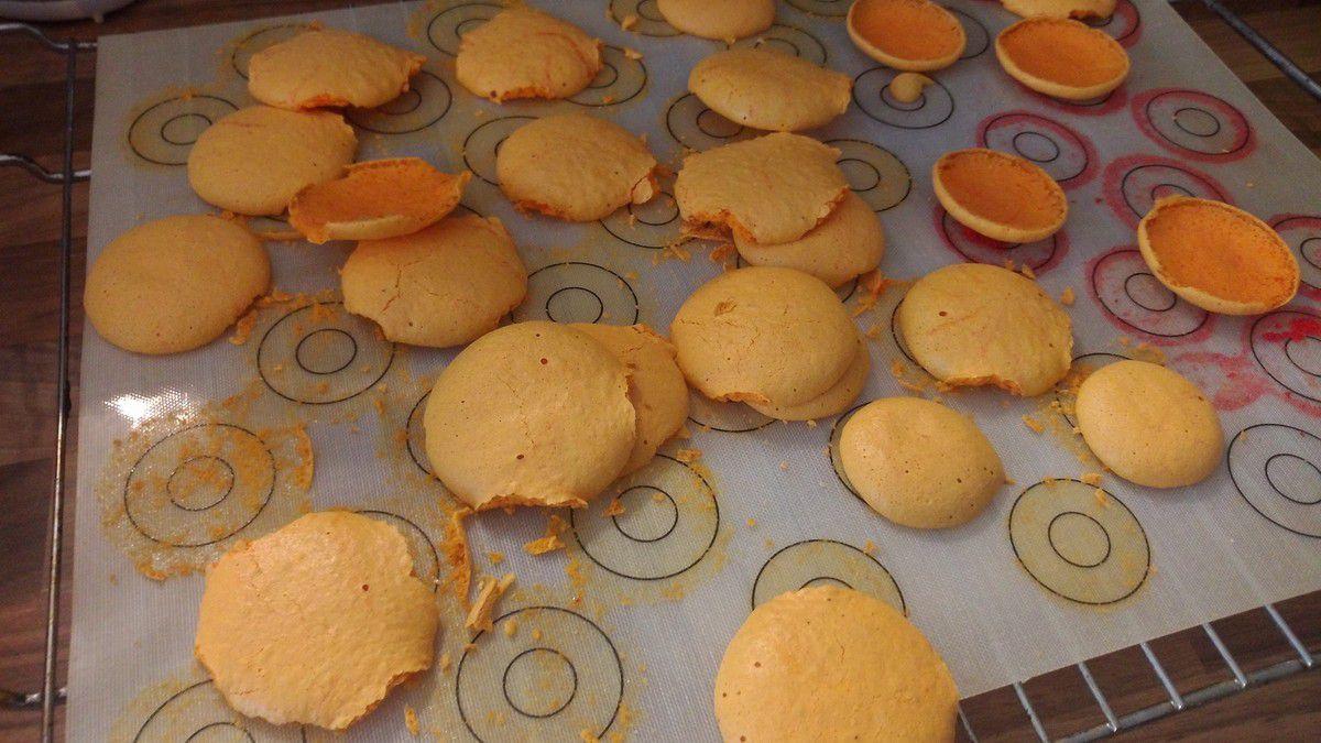 Voilà ce qu'il se passe quand on a laissé la préparation en poche 30 min avant de  Coucher ses macarons…