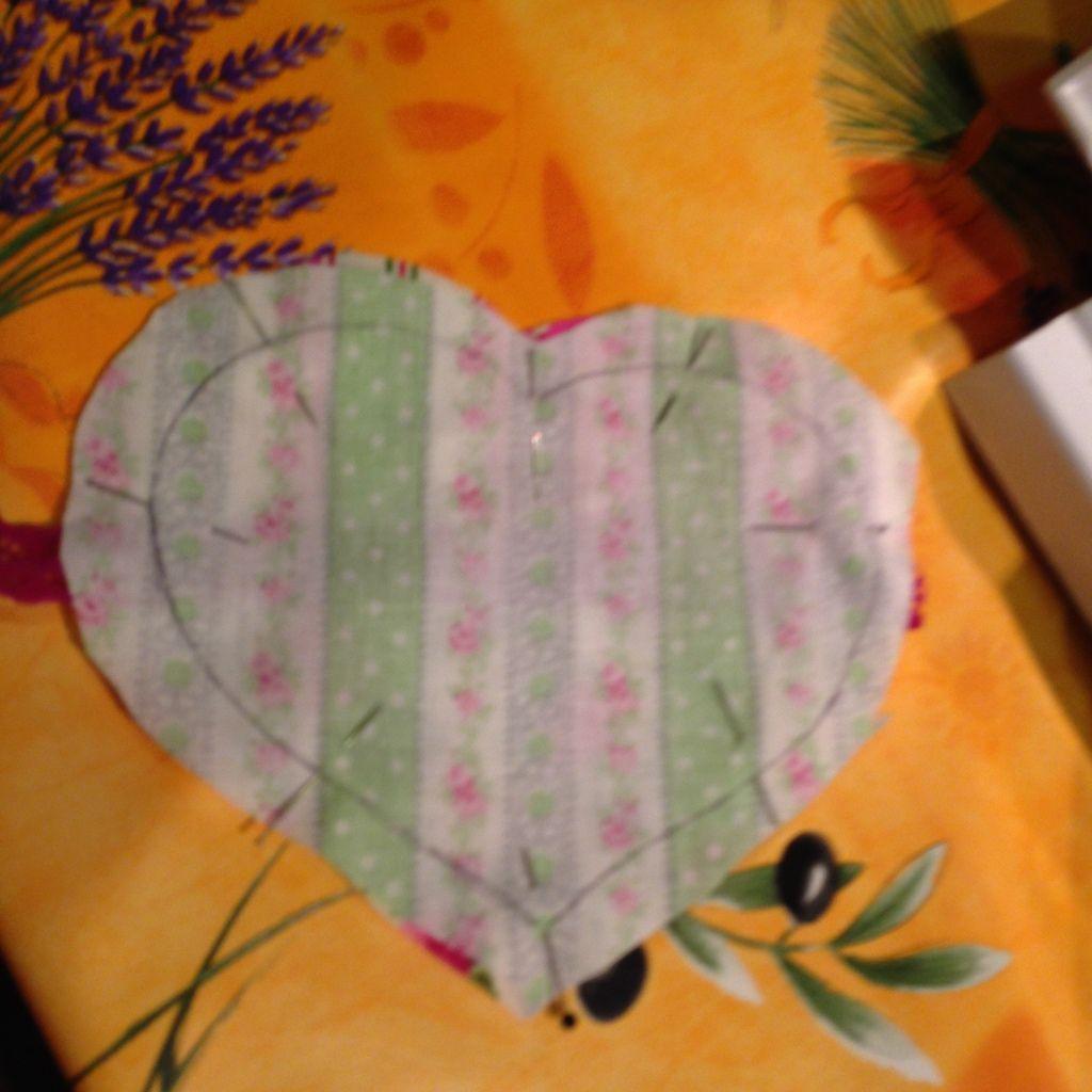 Je vous montre ma progression pour mon 1er coeur cousu, qui est plutot joli loool