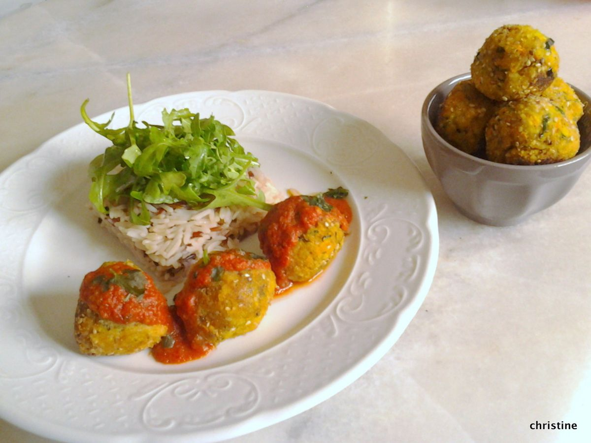 Boulettes de tofu mangue-curry, courgette, carotte
