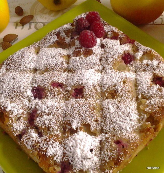 Gâteau pommes-amandes-framboises