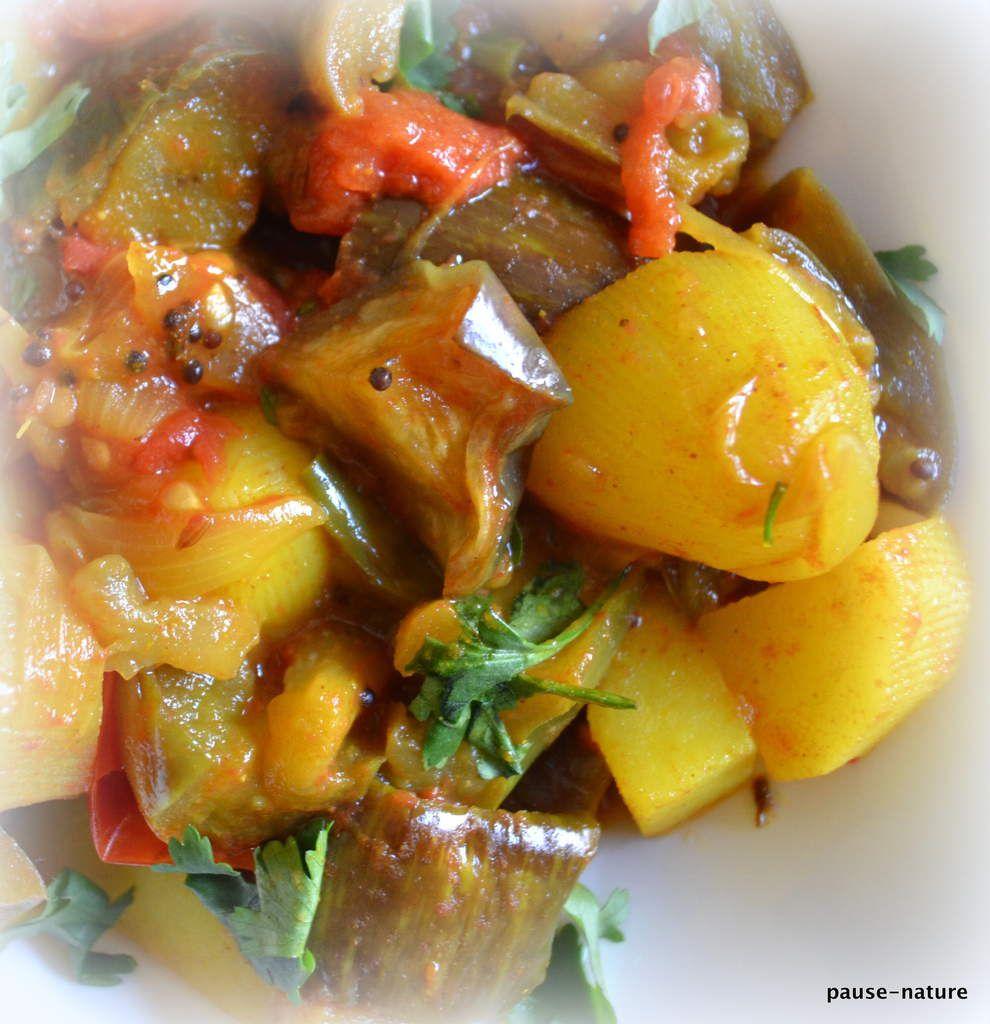 Curry d'aubergine et pommes de terre (Aloo began)