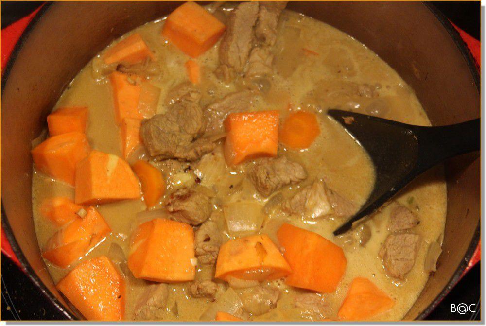 Curry de filet mignon de porc, coco et patate douce