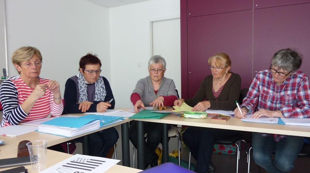 Marie-France ; Marie-France (club de Plouisy)  ; Odile (club de Mur)  ;  Marina (club de St-Alban) et Annick. (Photo JP Margatté)