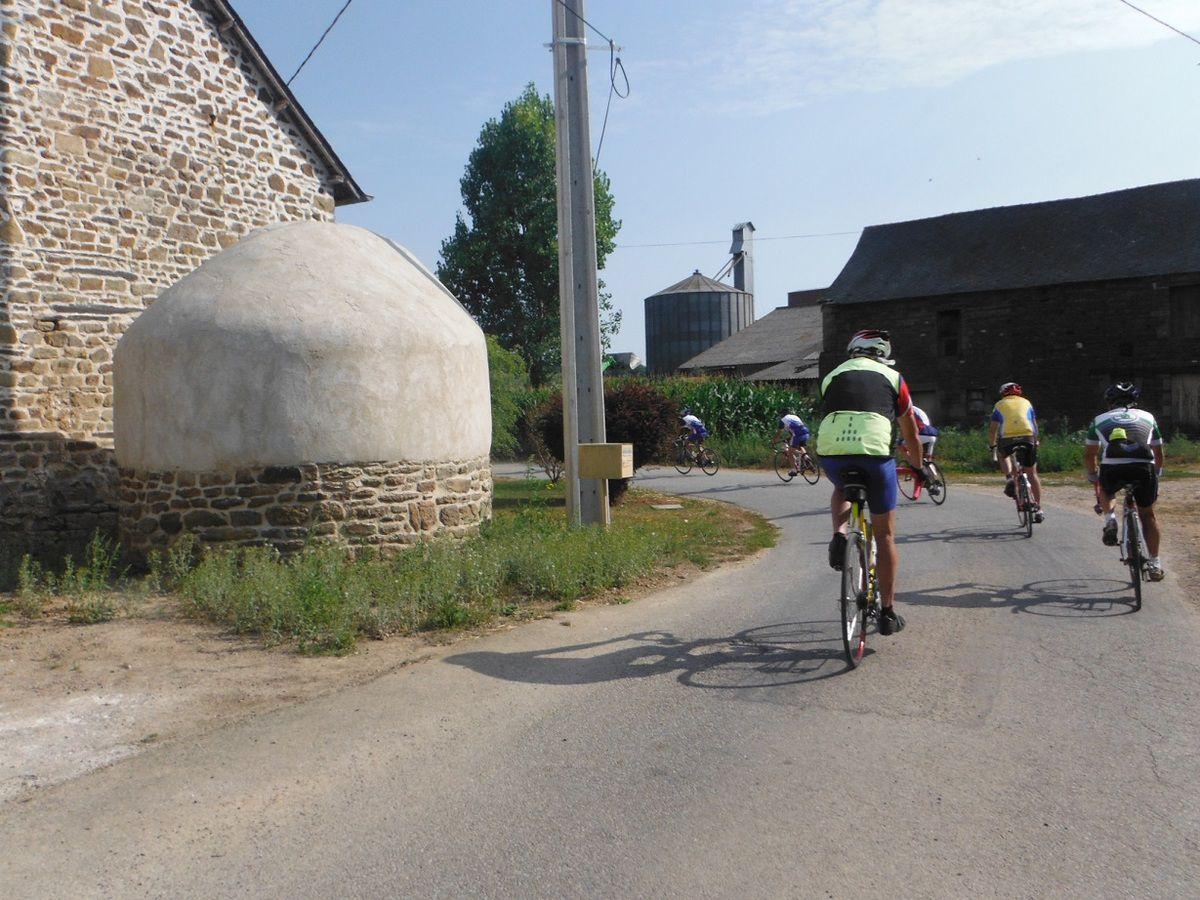 Village proche du lieu-dit Le Bourdonnais aux croisements Guilliers-Ménéac et La Trinité-Porhoët-Mauron.