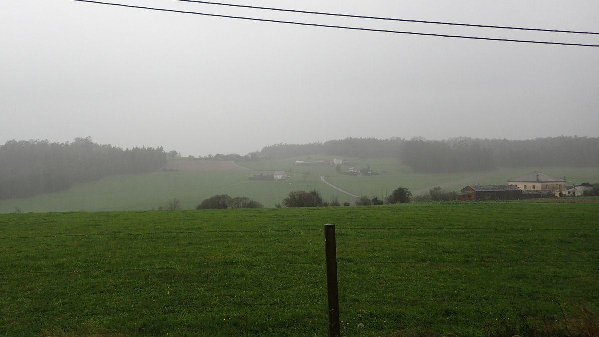 En Galice la pluie nous accompagne souvent, le rythme de marche se ralentie un peu au début...la nuit commence à tomber plus vite.Nous sommes le 3 Novembre 2014, une journée de 13 kms sous une pluie froide qui s'infiltre par tout jumelée de vent de temps à autre.