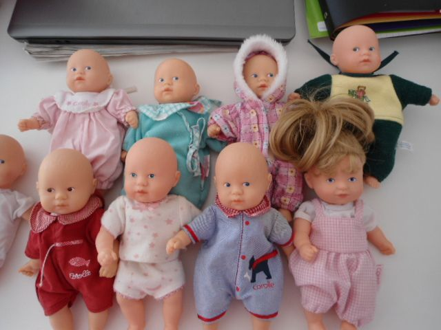 ma petite collection toute simple de bébés COROLLE, certains servent à mes petits-enfants pour jouer, c'est ce que voulait Catherine Refabert, mais j'avoue en garder d'autres hors de leur portée