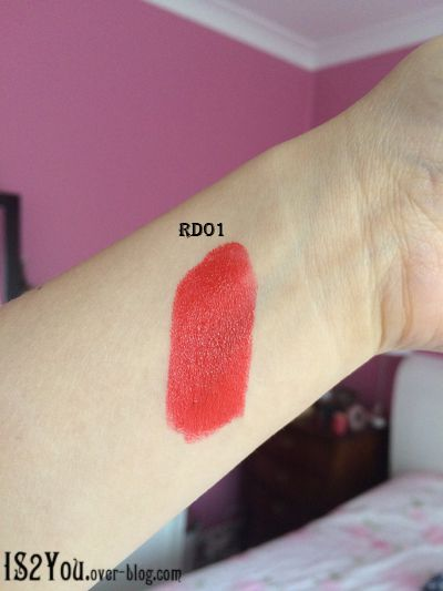 RD01 Mature (A red lipstick with slight blue tones)