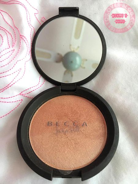 Champagne Pop is a warm peachy gold highlighter that is enriched with ultra-fine pearls to reflect and refract light