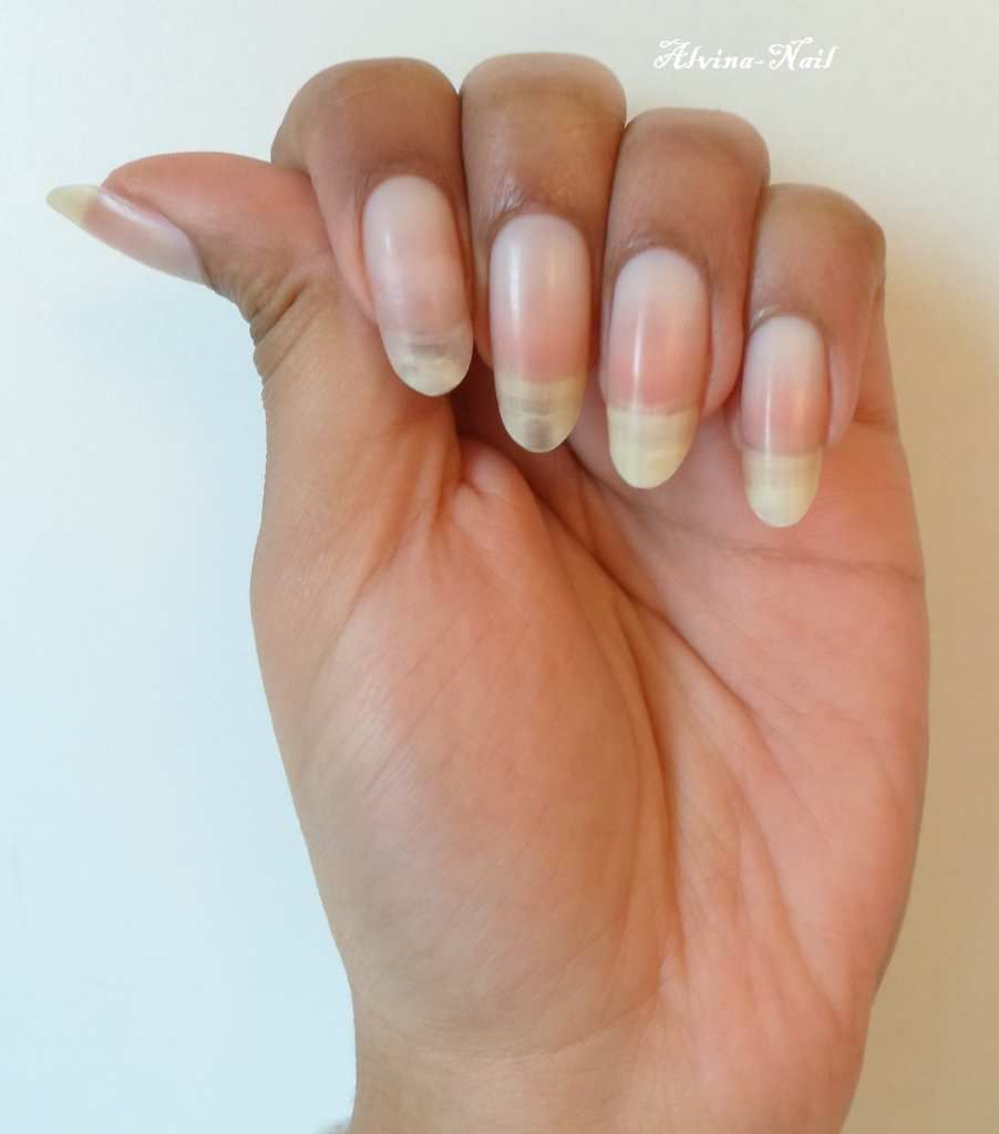 Ongles nus en amande alvina nail art - Ongle en gel amande ...