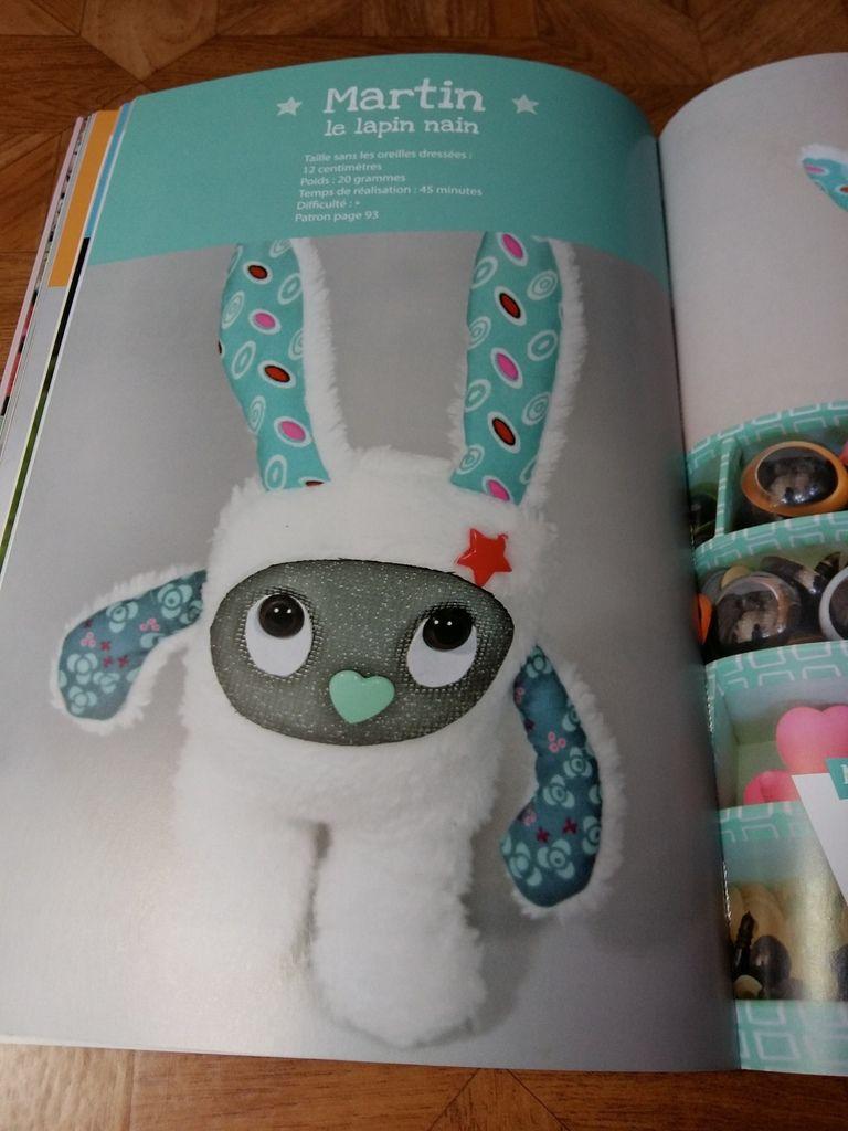 Et un joli livre de petits personnages bien sympa à réaliser.  Tout ça de la part de ma belle fille Nadège  pour compléter ma surjeteuse