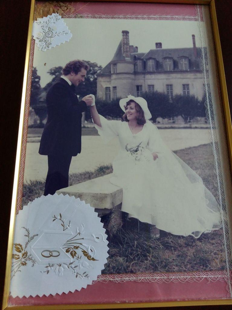 Voici 39 ans que nous nous sommes dit oui le 24 septembre à villers cotterest .Et je souhaite un bon anniversaire  de mariage aussi à ma fille Aline et son mari Dimitri qui eux fêtent  aujourd hui leur noces de bois (5ans). Aujourd hui c est aussi l anniversaire  de mon amie Marylene.