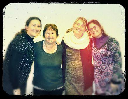 Virginie, Maman, Aurore et moi !!!  Nous avons tellement sympathisé que nous retrouverons cette année à l' atelier d' Azoline à Paris en octobre 2016