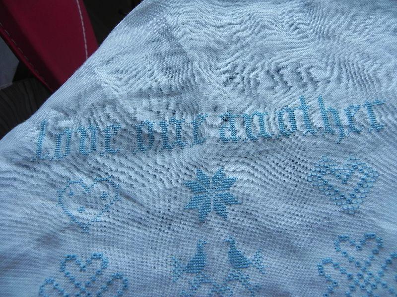 Love one another - Blackbird designs - Fil DMC 3766 sur lin blanc 16 fils