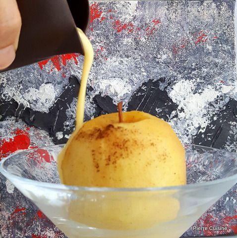 Pomme confites à la vanille , crème anglaise