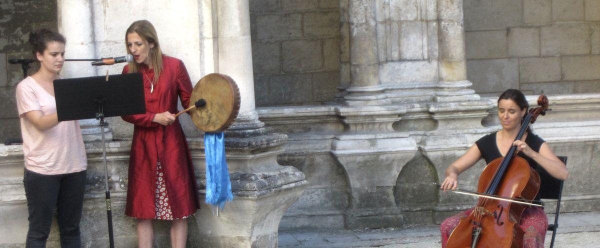 Claire Barré, et Sandrine Lefebvre au violoncelle